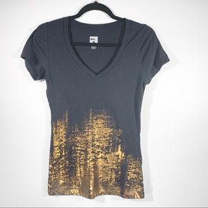 BDG Black and Gold Tee Sz Small